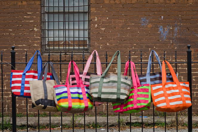 {Giveaway} Maggie Bags ~ Tote of Many Colors (5/22-6/22)