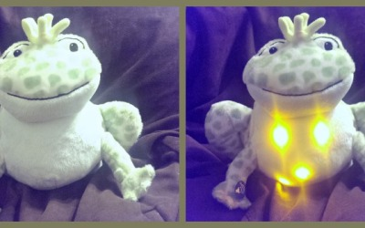 {Holiday Gift Guide Review} Cloud b Twinkling Firefly Frog